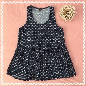 Cute & flowy patterned blouse
